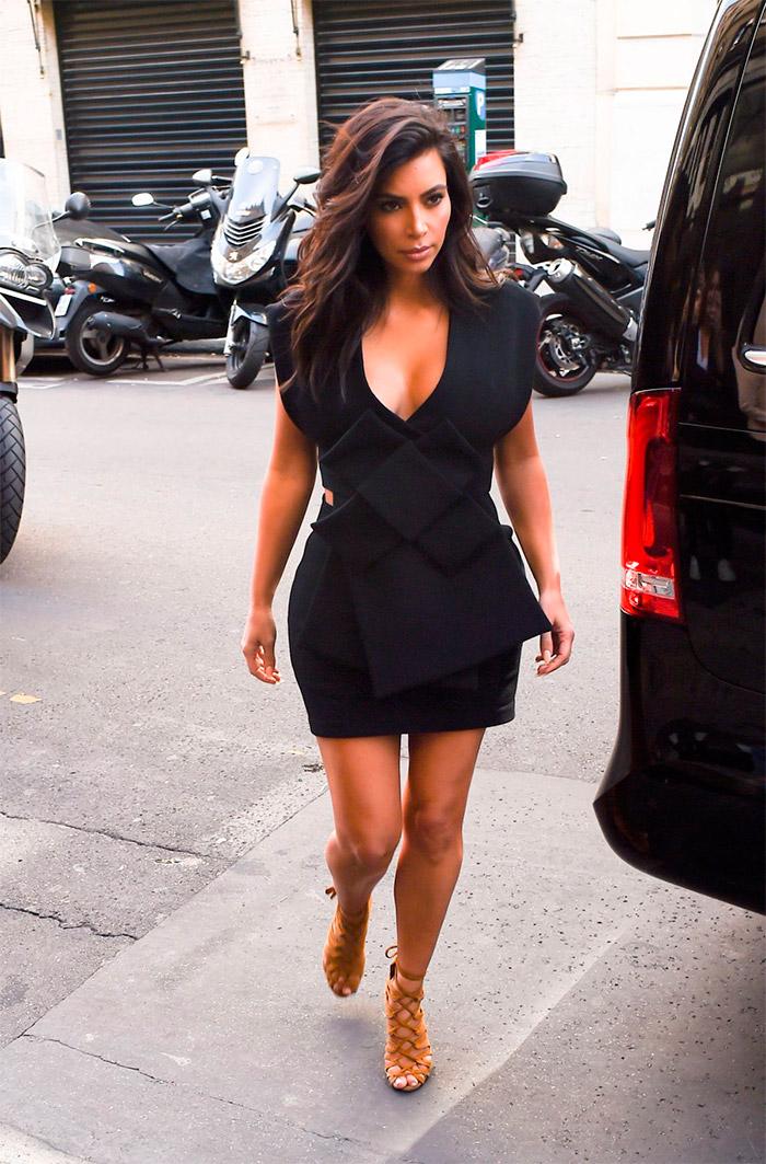 Kim Kardashian con escote infinito