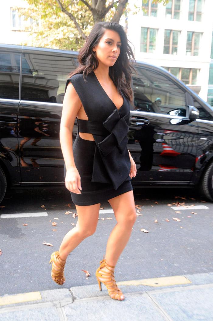 Kim Kardashian con escote