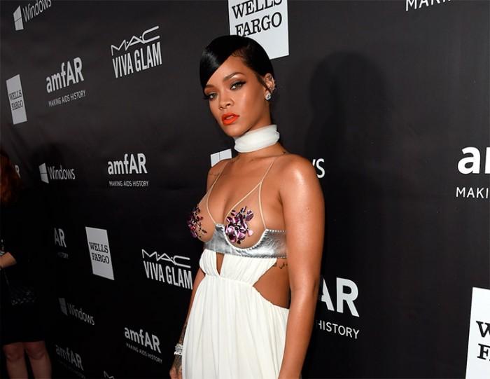Rihanna provocativa en la Gala de Inspiración amfAr