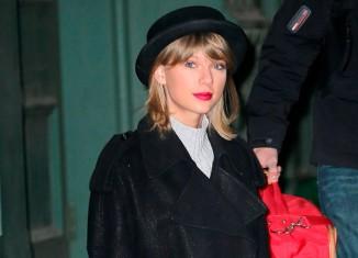 Taylor Swift con un estilo sobrio y ecléctico