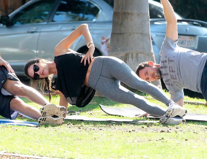 Alessandra Ambrosio con leggins deportivos
