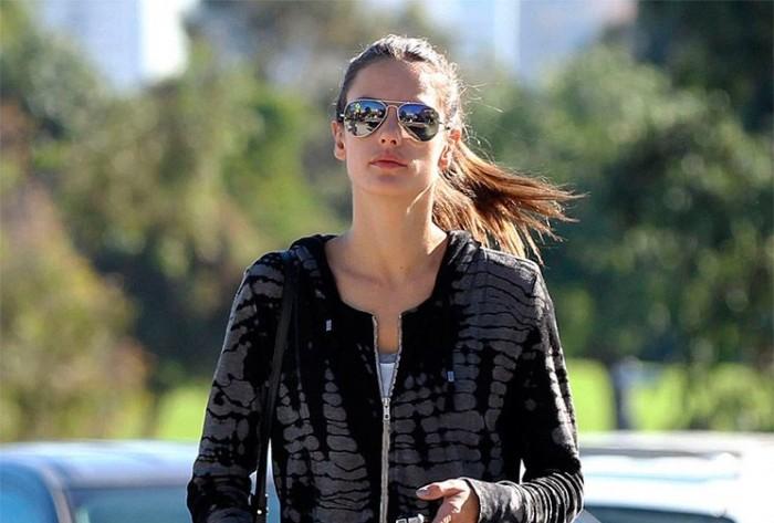 Alessandra Ambrosio, sencilla y casual en Los Ángeles