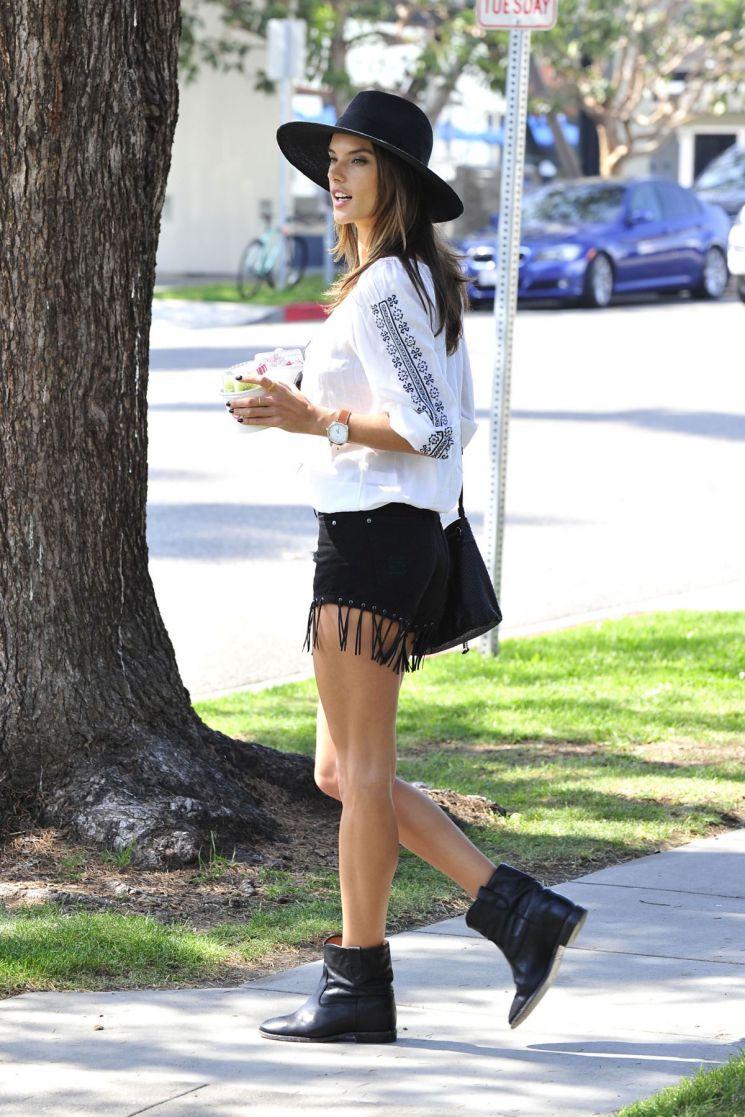 Alessandra Ambrosio y sus shorts vaqueros