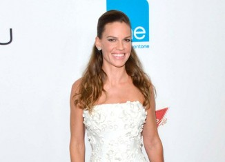 "Hillary Swank en la premier de ""You are not you"""
