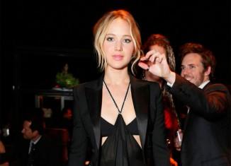 Jennifer Lawrence, vestido negro con transparencias