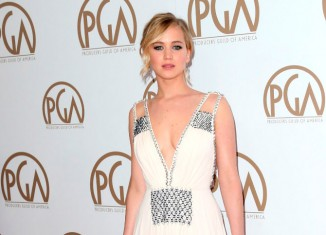 Jennifer Lawrence vistiendo de Prada