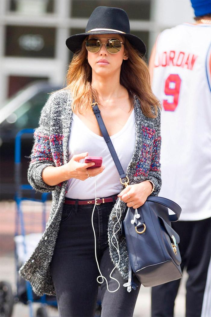 Jessica Alba casual por la calles de NY