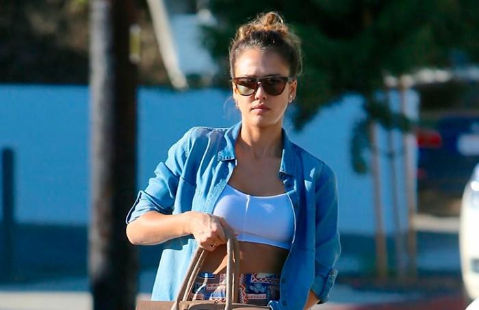 Jessica Alba y su look casual por Beverly Hills
