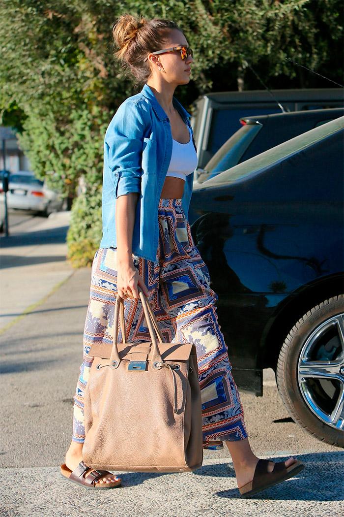 Jessica Alba y su look por Beverly Hills
