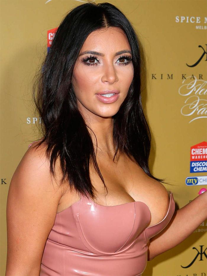 Kim Kardashian en latex rosa
