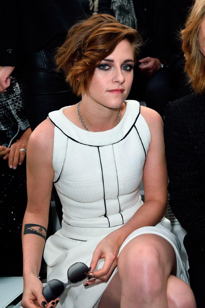 Kristen Stewart en la semana de la moda de París vestida de Chanel