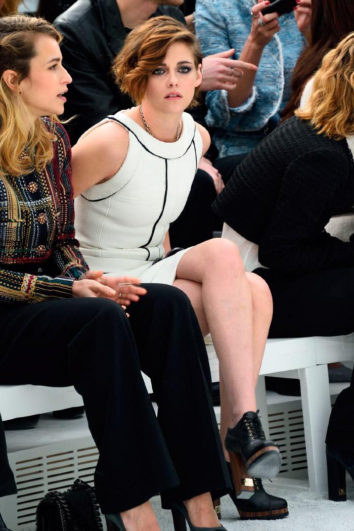 Kristen Stewart en la semana de la moda vestida de Chanel