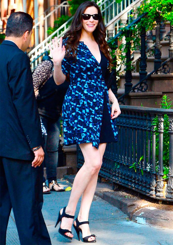 Liv Tyler con un vestido estampado