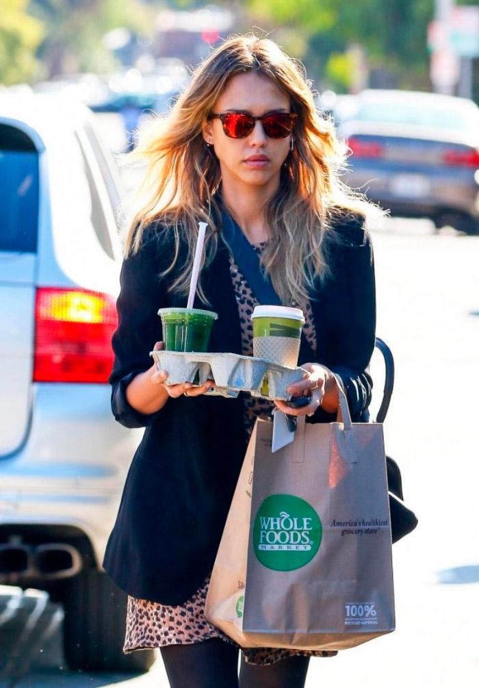 Look casual de Jessica Alba.jpg