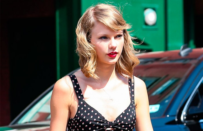 Look retro informal de Taylor Swift