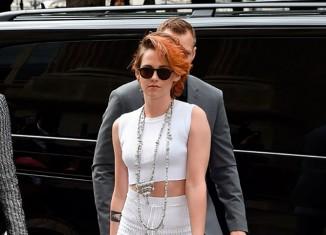 Look rockero en blanco de Kristen Stewart