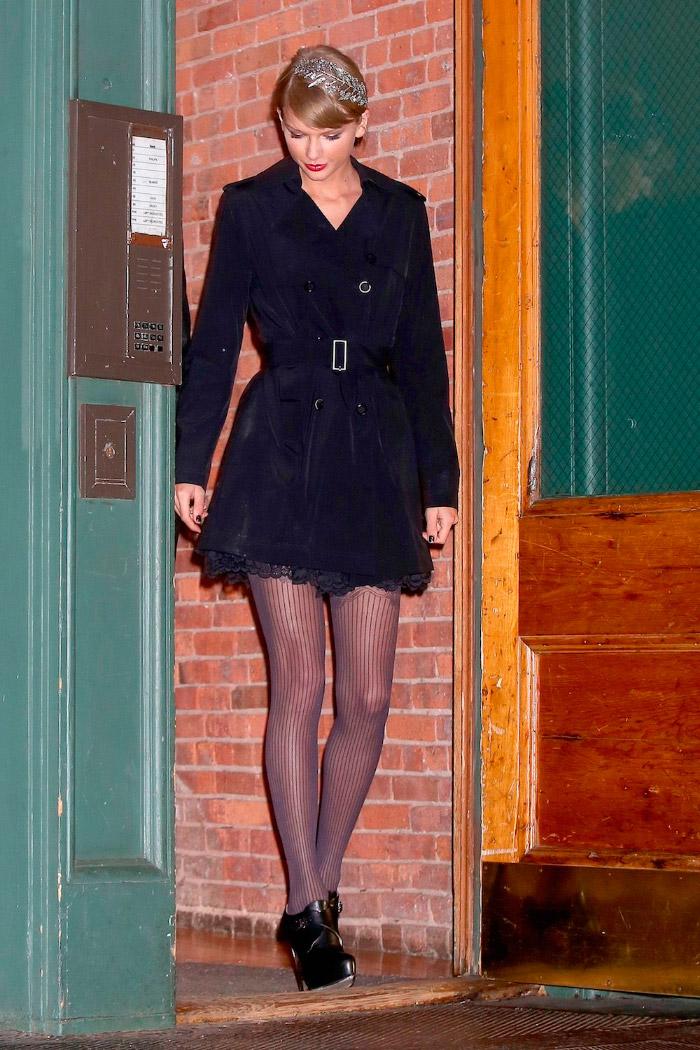 Look total black de Taylor Swift
