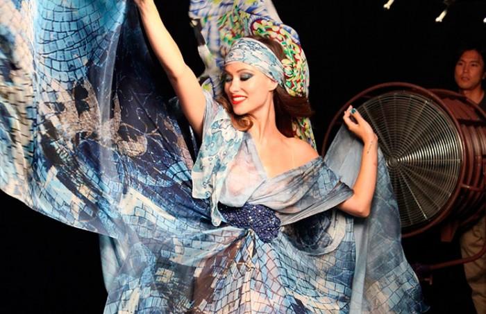 Olivia Wilde derrocha sensualidad para Revlon