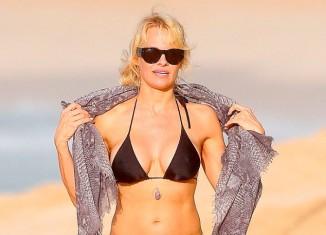 Pamela Anderson con bikini en Hawaii