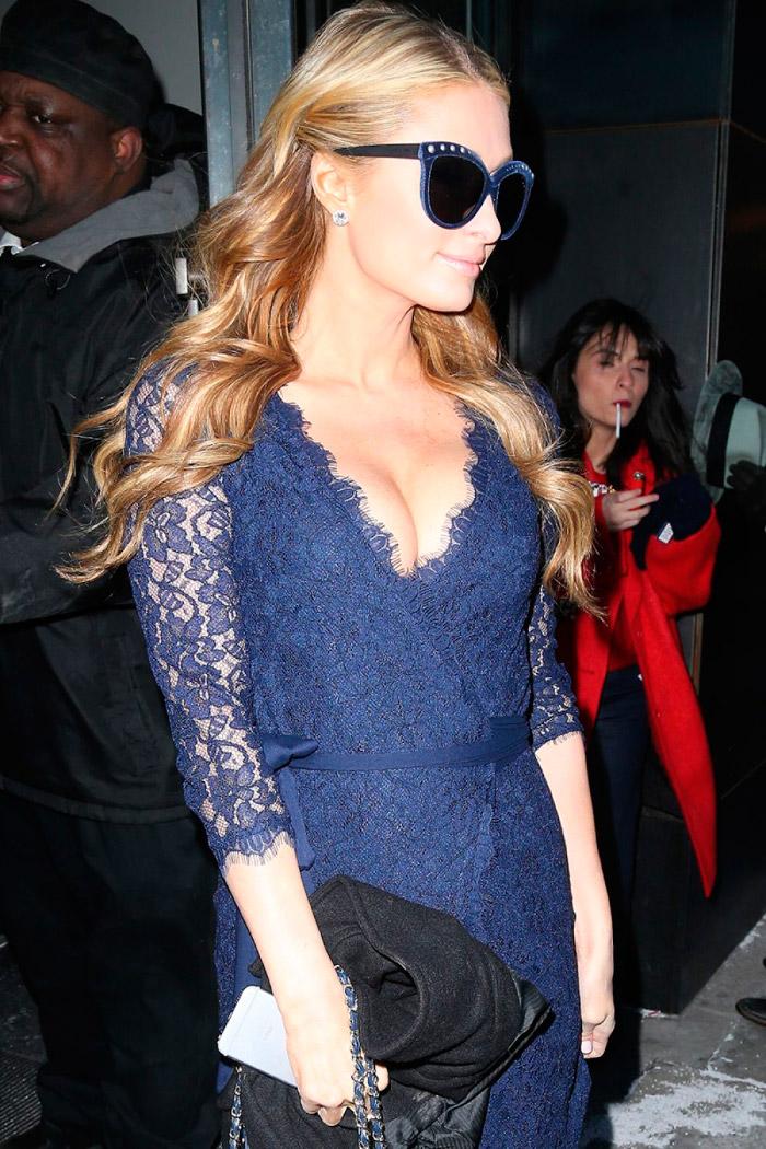 Paris Hilton con un revelador vestido de encaje