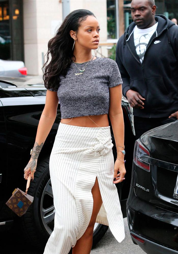 Rihanna con un top
