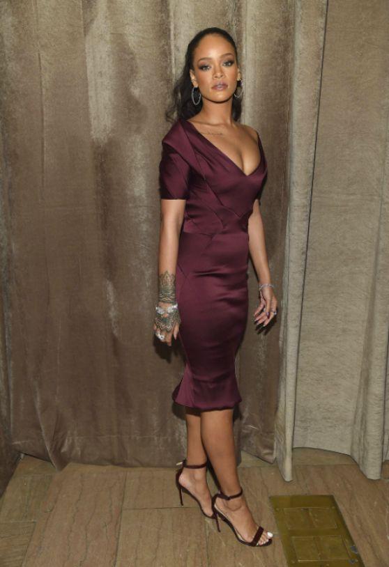 Rihanna en vestido de fiesta