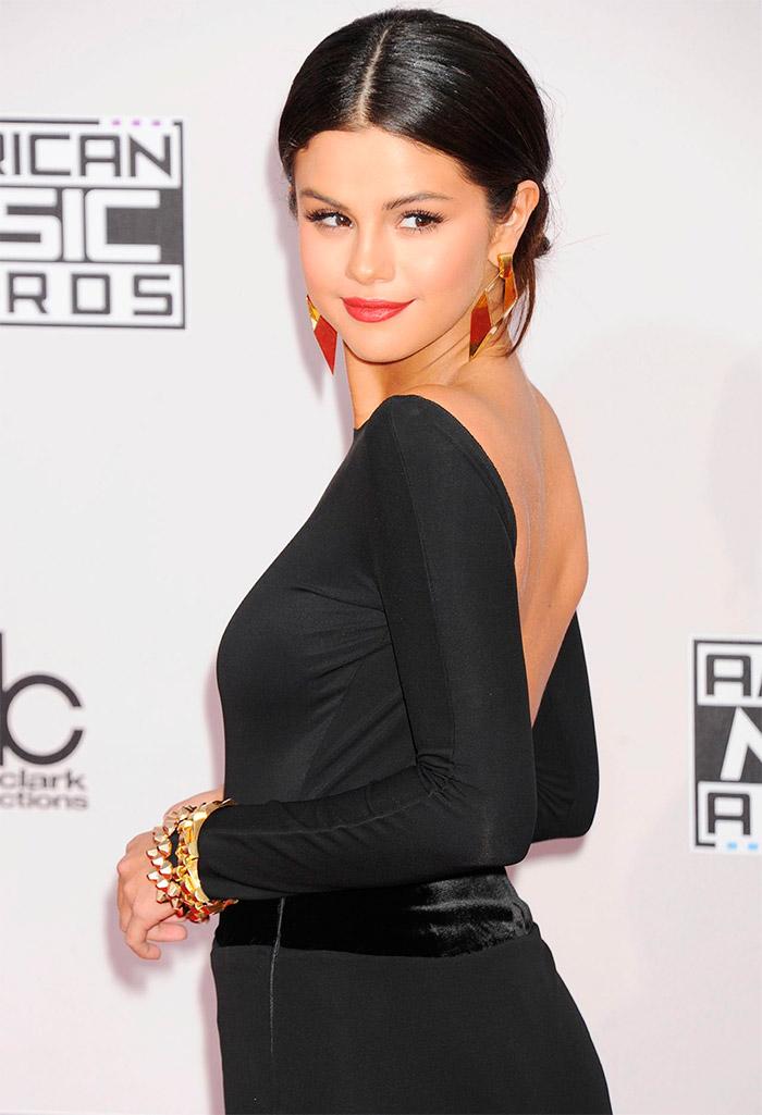 Selena Gómez sensual en los American Music Awards 2014