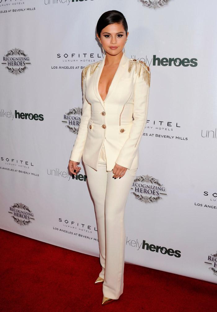 Selena Gomez chic en evento