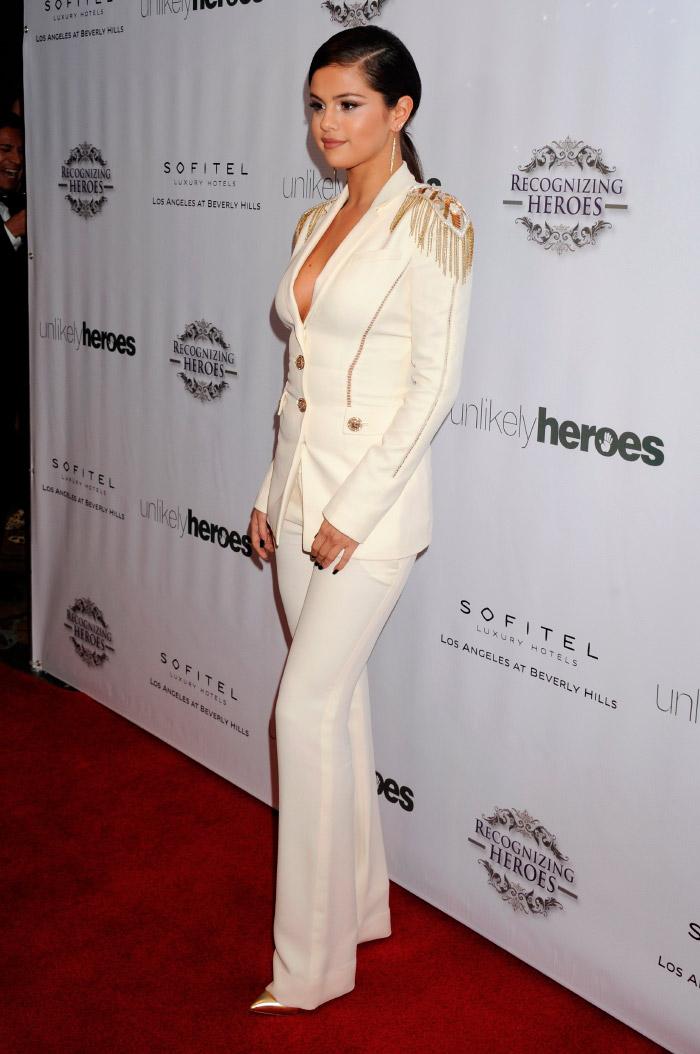 Selena Gomez  sofisticada en evento benéfico