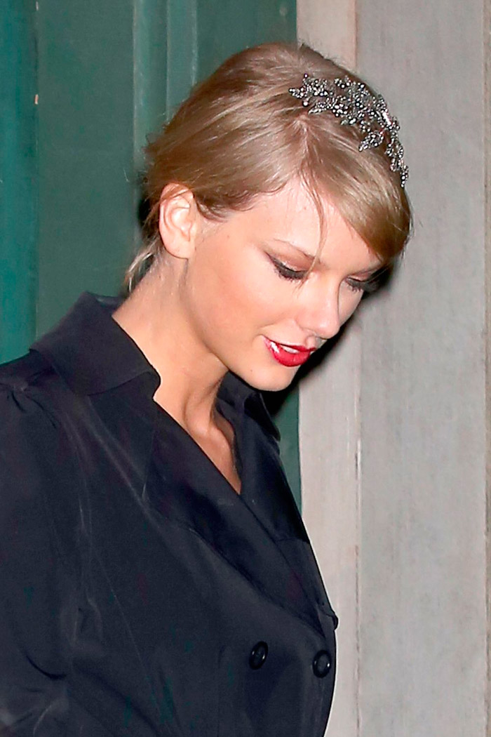 Taylor Swift con look total black