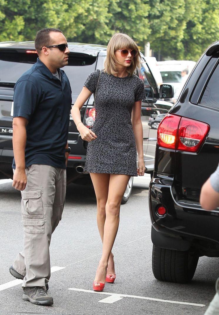 Taylor Swift con minivestido