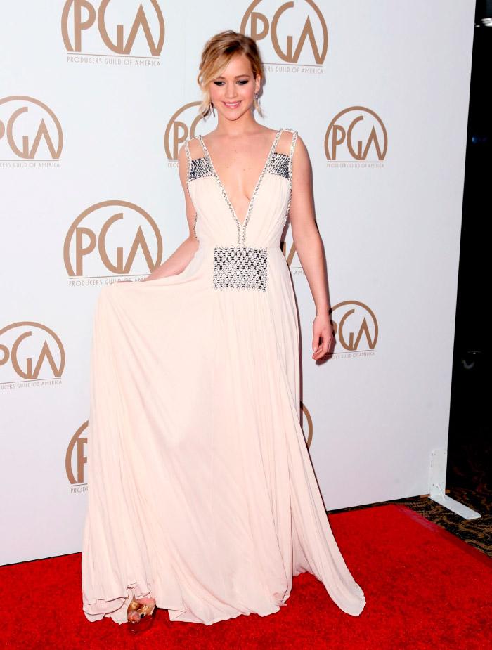 Vestido Prada blanco de Jennifer Lawrence